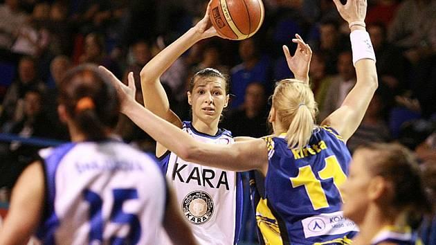 08ca218a87 Basketbalistky Kary notně potrápily mistryně - Krkonošský deník