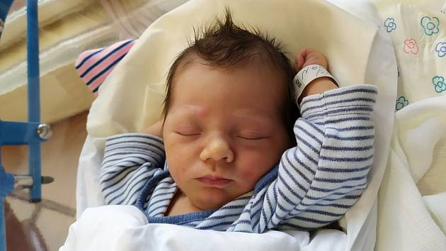Maxmilián Boubín se narodil 25. prosince ve 20.33 hodin rodičům Lence a Janovi. Vážil 3,01 kg a měřil 49 cm. Rodina má domov ve Rtyni v Podkrkonoší.