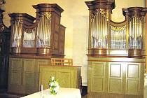 OBNOVENÉ VARHANY. Z Fořtu zachráněné a zrekonstruované varhany v klášterním kostele ve Vrchlabí.