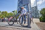 Trutnov má cyklověž. Vejde se do ní 118 kol. Za uložení kola se platí pět korun na den.