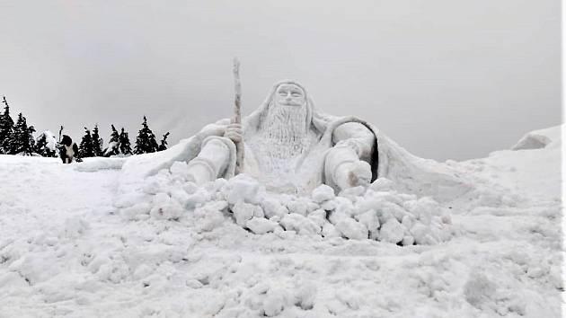 U Labské boudy v Krkonoších stojí obrovská socha Krakonoše ze sněhu. Měří 6,5 metru.