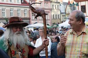 Krakonoš a plné náměstí, to prostě patří k pivním slavnostem ve Vrchlabí.