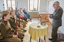 Veterán druhé světové války Jan Plovajko si o nelehkém osudu povídal s Trutnovany