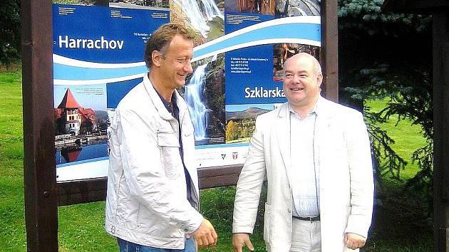 Křest nového informačního systému v Harrachově. Zleva starosta Harrachova Tomáš Ploc a starosta Szklarske Poreby Arkadiusz Wichniak.