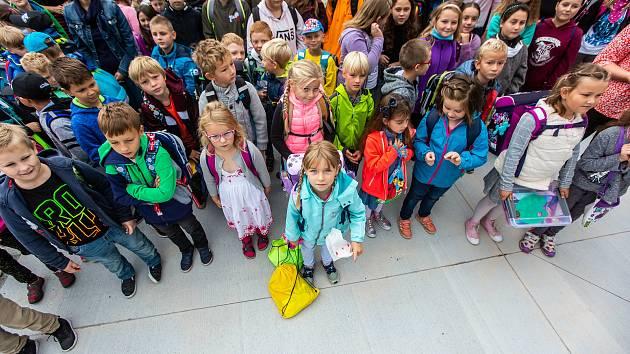 První školní den vykročili žáci v Bílé Třemešné do nové budovy. Její výstavba stála 85 milionů korun.