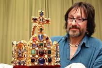 Turnovský šperkař Jiří Urban vyrobil během let 2008 až 2009 na zakázku Středočeského kraje kopii koruny císařů říše římské, jejíž originál je uložen ve Vídni.