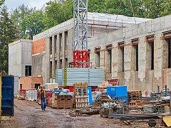 Největší investiční akce Trutnova, výstavba moderního Střediska volného času, je v plném proudu.