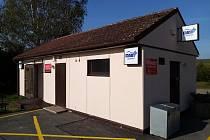 Testy na covid-19 provádí jilemnická nemocnice v objektu před novou poliklinikou v pracovní dny a v sobotu od 7.30 do 11 hodin.