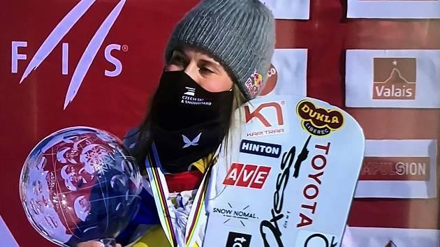 Další triumf v elitním seriálu. Eva Samková nepolevuje ve sbírání trofejí.