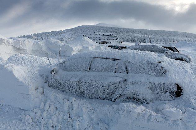 Víkendová sněhová nálož vokolí Špindlerovky.