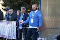 Miroslav Kvapil sledoval duel ve Velvarech po boku trenéra Josefa Petříka.