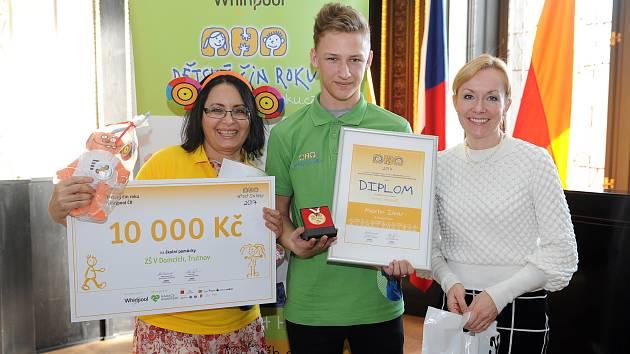 Dva školáci ze ZŠ V Domcích dostali ceny za nejlepší dětský čin roku.