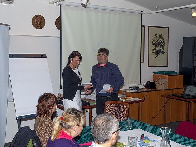 Lenka Křížová pracuje jako ředitelka kanceláře Místní akční skupiny a je vedoucí manažerkou pro tvorbu Strategie komunitně vedeného místního rozvoje.