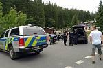 Policisté zastavili zahraniční motorkáře v Peci pod Sněžkou u dolní stanice lanové dráhy na Sněžku, když se vraceli z Obřího dolu.