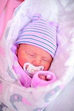 ETELKA HLUŠIČKOVÁ se narodila 28. listopadu v 11.38 hodin. Vážila 3,46 kg a měřila 49 cm.