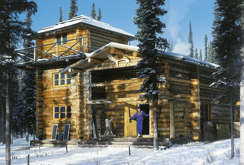 Leoš Šimánek si postavil v kanadských horách v roce 1980 srub.