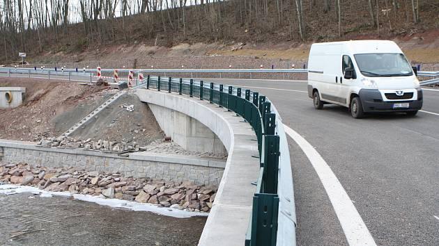 Opravený most v Krkonošské ulici.