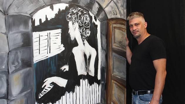 VLADIMÍR LINHART otevírá v Trutnově výstavu po tmě, během níž lidé budou vnímat obrazy za doprovodu hudby.