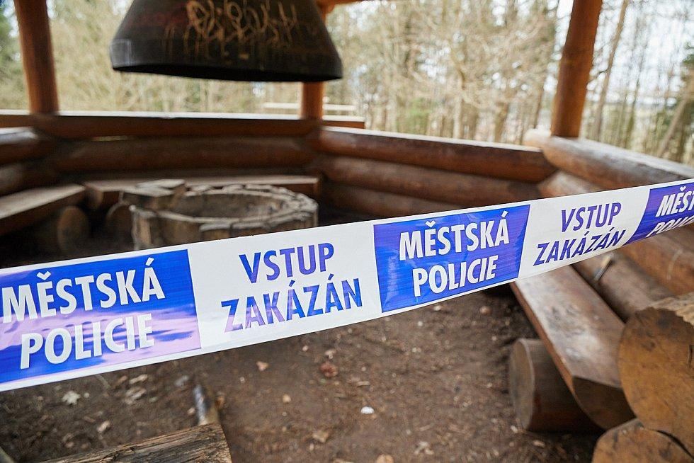 V Trutnově se uzavírají altány v městském parku.