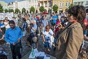 Protest proti Andreji Babišovi v Trutnově na Krakonošově náměstí.