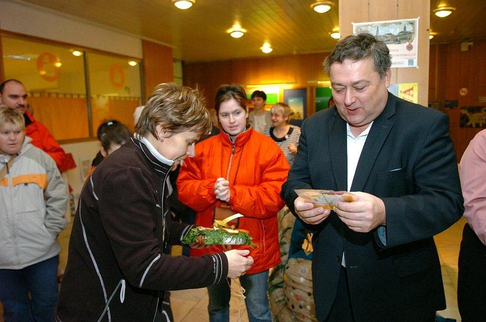 Předvánoční atmosférou ožila vstupní hala trutnovského městského úřadu.