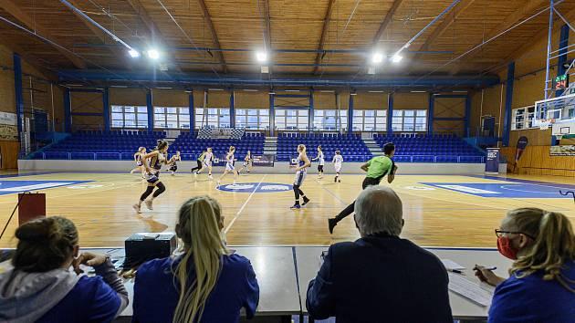 Utkání 5. kola RENOMIA ŽBL basketbalistek BK Loko Trutnov - Levhartice Chomutov se hrálo bez diváků.