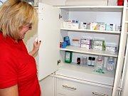 KOMPLETNĚ VYBAVENÍ. Zdravotní sestra Lenka Mejznarová představuje Medical Point ve Špindlerově Mlýně.
