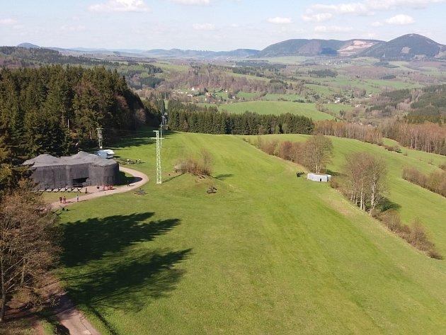 Z rozhledny Eliška, která se nachází hned vedle vojenské pevnosti Stachelberg, je krásný výhled do širokého okolí.