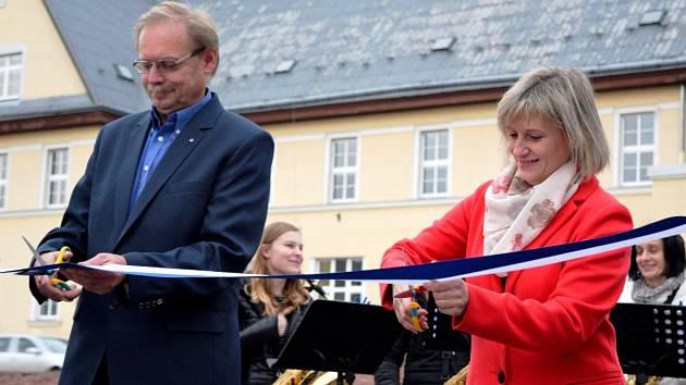 V Hostinném dokončili první etapu rozsáhlé obnovy sídliště