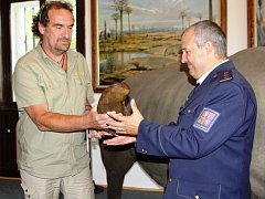Celníci a inspekce životního prostředí dostali v zoo vzorky rohoviny