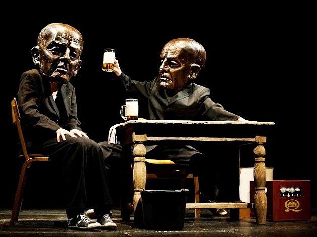 VELKÝM TAHÁKEM letošního festivalu Modrý kocour je představení Antiwords v podání Spitfire Company, které mohou Turnovští zhlédnout v sobotu 27. února od 19.30 hodin v Městském divadle. Hra vznikla na motivy Havlovy Audience.