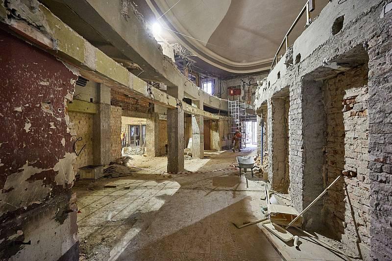 V Trutnově je v plném proudu rekonstrukce kina Vesmír.