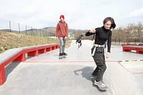 O Velikonočním pondělí se ve skateparku sportovalo.