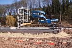 V Trutnově je v plném proudu rekonstrukce letního koupaliště. Do dvou měsíců by měla být hotová.