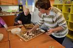 Jana Štěpánová je nejaktivnější členkou dobrovolnického sdružení Královédvorská Arnika, kde svým příkladem vychovává i mladé nástupce. Její životní náplní je pomoc druhým.