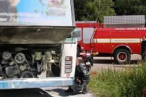 Na silnici číslo 297 došlo první červencový den okolo třetí hodiny odpoledne k požáru autobusu Karosa. Na místo vyjeli profesionální hasiči z Trutnova a dobrovolní z Horního Maršova.
