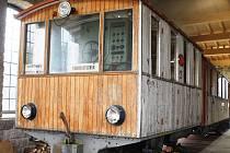 Výtopna v Kořenově se může chlubit originální ozubnicovou lokomotivou z roku 1912. Švýcarský unikát vozil turisty do nejvýše položené železniční stanice v Evropě na Jungfraujoch.
