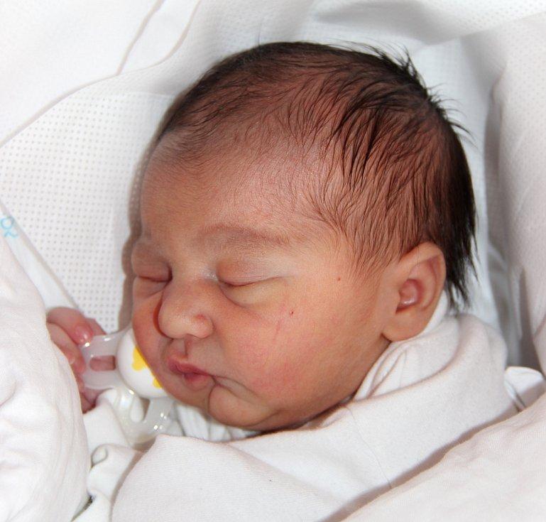 NORA HERMANOVÁ se narodila Kateřině Hermanové a Zdeňku Špačkovi 4. září v 5.37 hodin. Vážila 2,7 kilogramu a měřila 45 centimetrů. Doma ve Dvoře Králové už čeká i bráška Zdeněk Špaček.