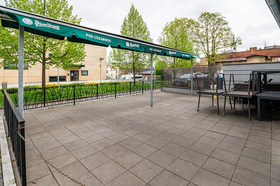 Restaurace Pod lékárnou v centru Trutnova.