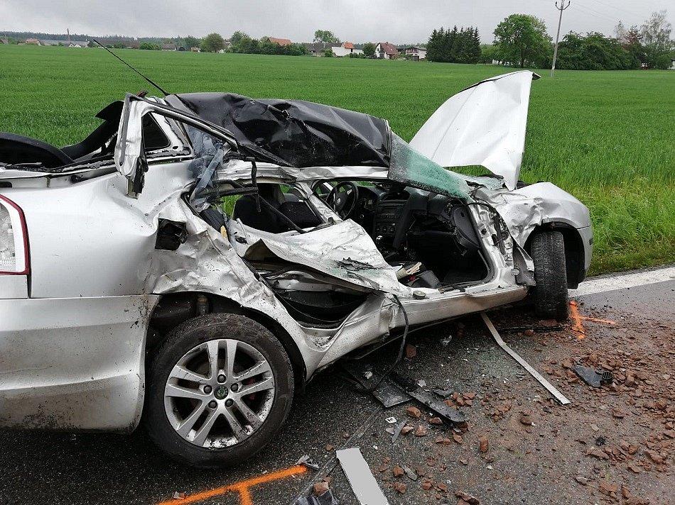 Tragická nehodě mezi obcí Kocbeře a Dvorem Králové.