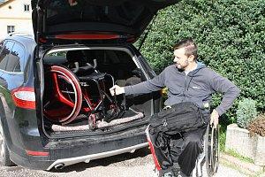 Chráněná dílna sebrala paralympionikovi vozík