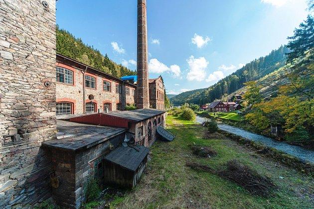 Nový majitel fabriky zroku 1868vkrkonošském Temném Dole Karel Chotek chce proměnit zanedbaný prostor vkulturní centrum, pivovar, regionální restauraci, pražírnu kávy či sušírnu hub.