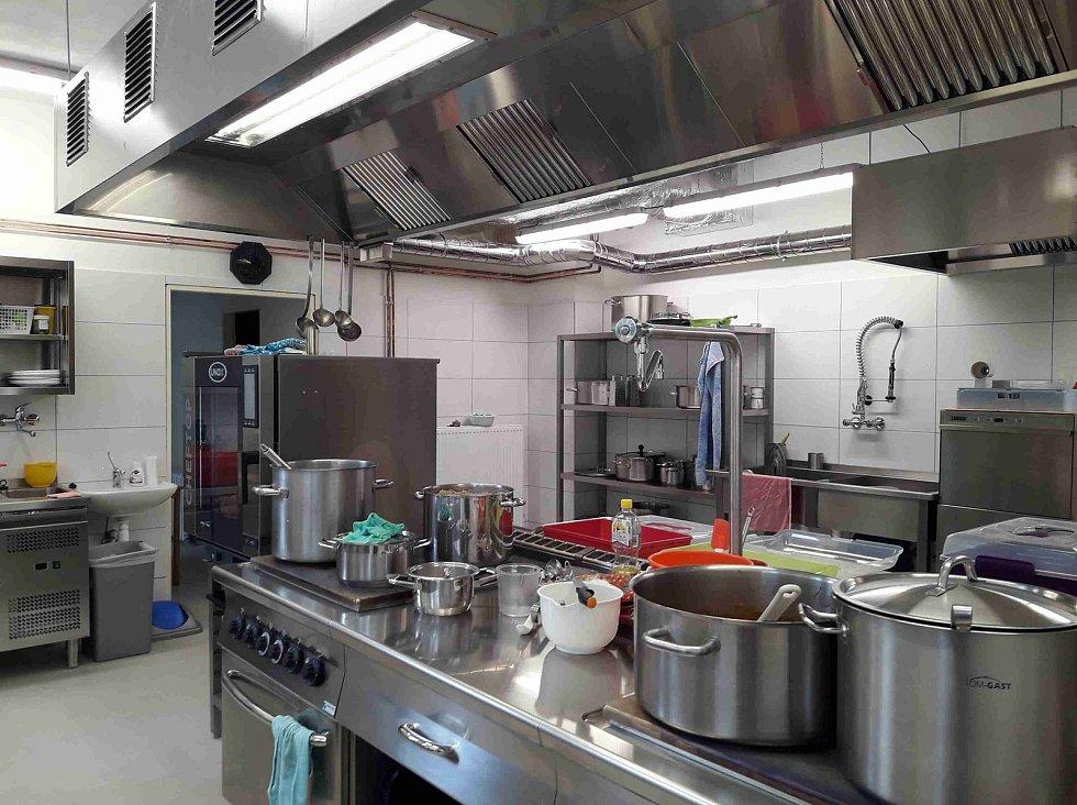 V trutnovské Sedmikrásce na Kryblici vaří dětem v nové kuchyni.