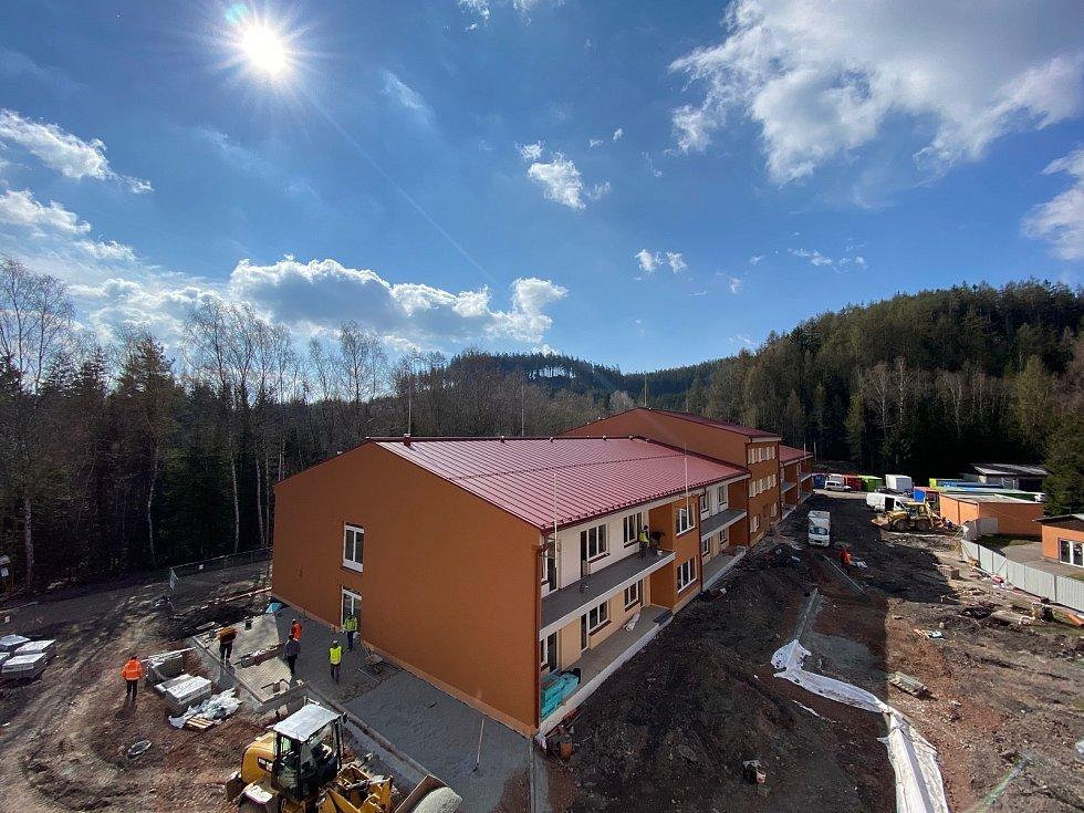 V Tmavém Dole pokračuje výstavba nového oddělení domova důchodců, které zvýší kapacitu ze 100 na 156 klientů.