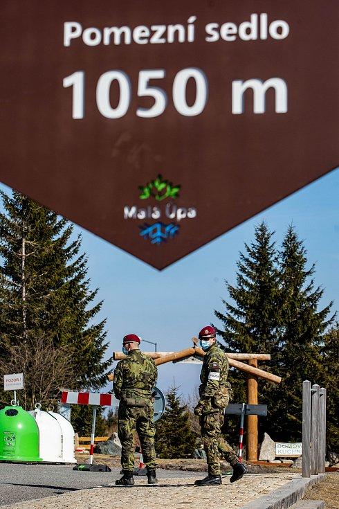 Uzavřené hranice v Krkonoších na hraničním přechodu Horní Malá Úpa a Královec.