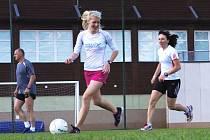 ŽENSKÝ REPREZENTAČNÍ VÝBĚR ve složení Nývltová-Vrabcová, Nováková, Sychützová, Grohová a Horká si vyzkoušel také netradiční tréninkový doplněk v podobě fotbalového zápasu.
