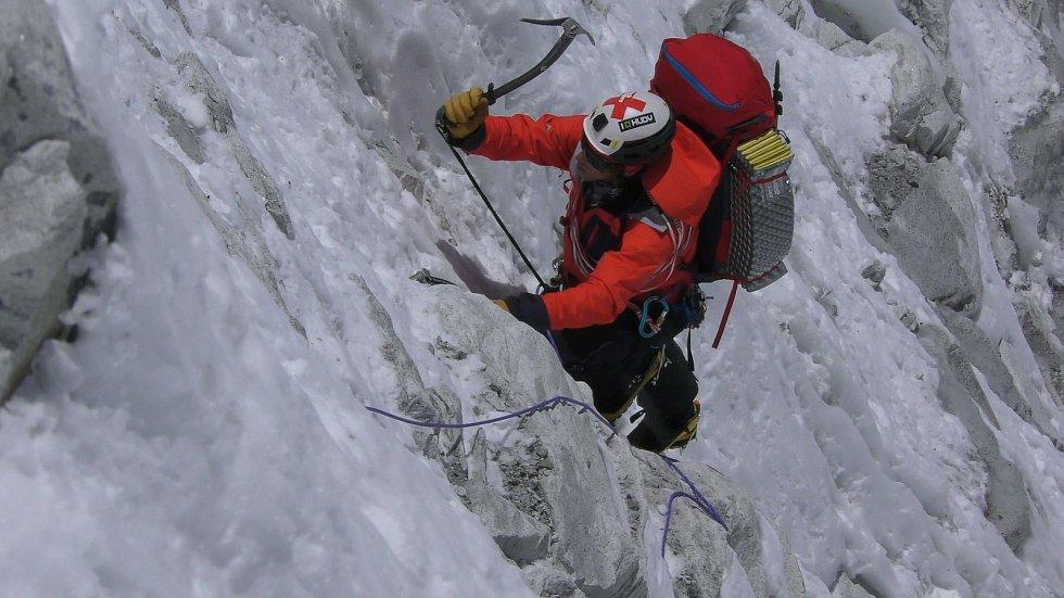 Vrchlabský horolezec Radoslav Groh při výstupu na himálajskou sedmitisícovku Baruntse.