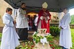Posvěcení obecního zvonu v Borovnici na Trutnovsku.