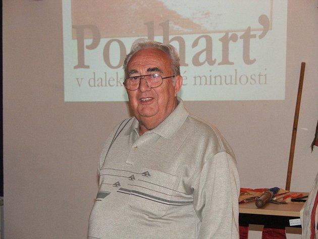 Ve špýcharu městského muzea besedoval bývalý kronikář Pavel Janoušek o Podharti