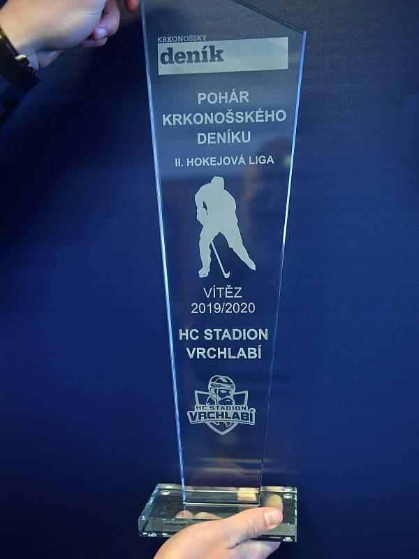Trofej za prvenství v Poháru Krkonošského deníku patří hokejovému klubu HC Stadion Vrchlabí.